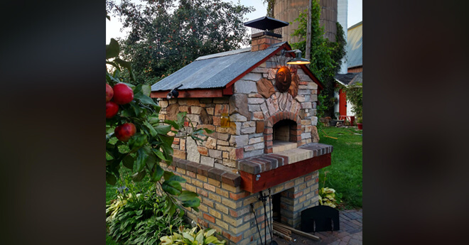 casa-outdoor-pizza-oven-with-stone-finish