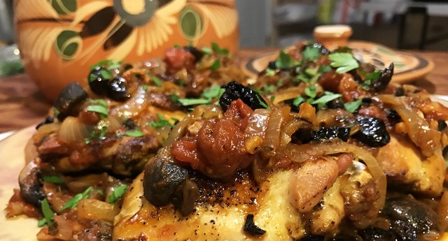 terracotta-pot-and-chicken-cacciatore