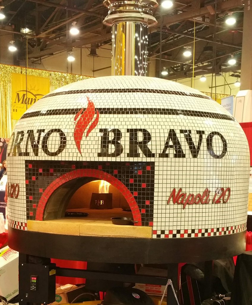Pizza oven with gas flame