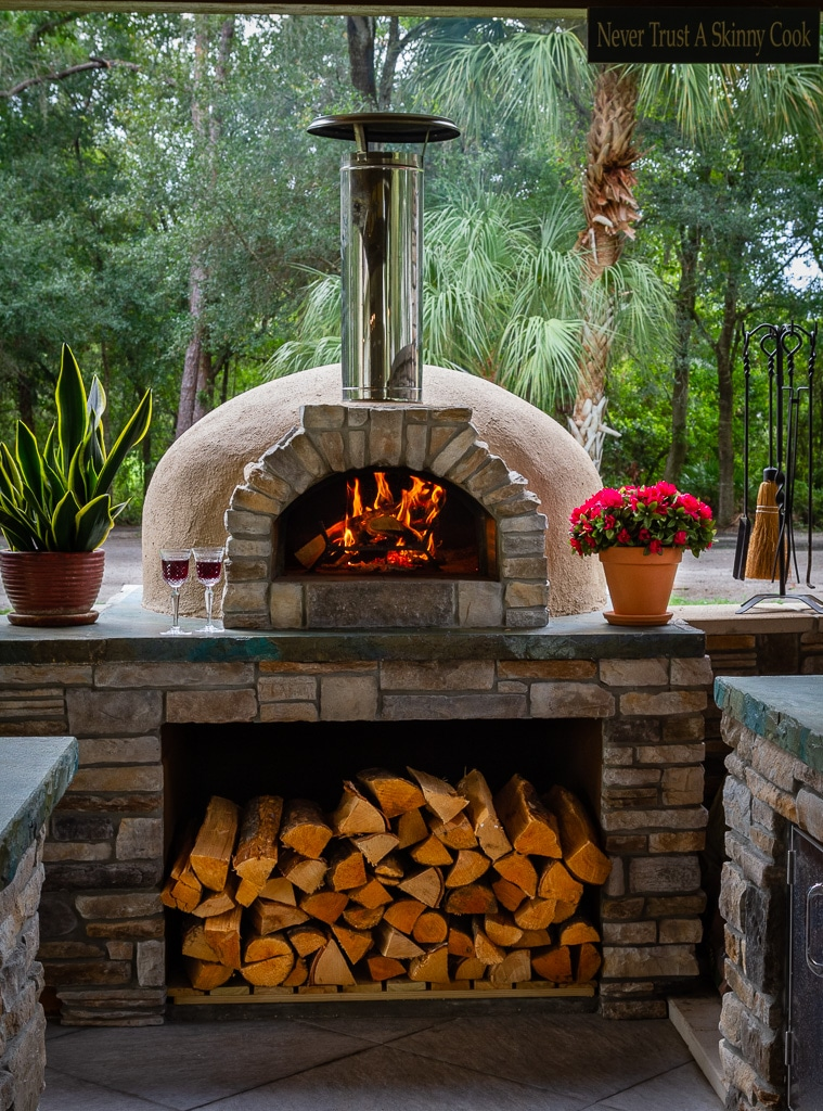 casa2G pizza oven-fire-wood-wine glasses-flowers